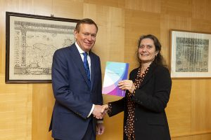 Aanbieding van het rapport Gezondheidsapps en wearables aan minister Bruno Bruins